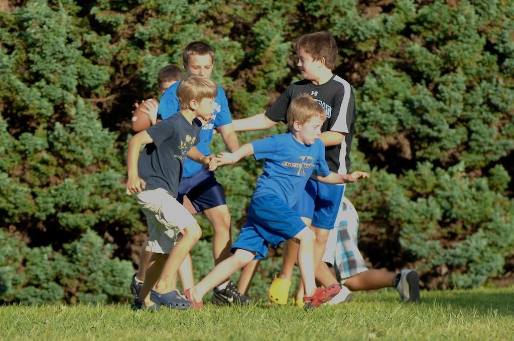 美國小孩最熱衷的戶外運動-美式足球_图1-17