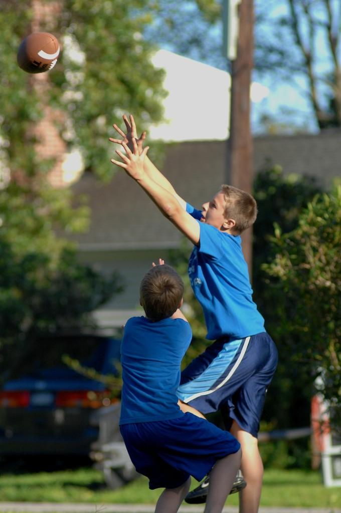 美國小孩最熱衷的戶外運動-美式足球_图1-16
