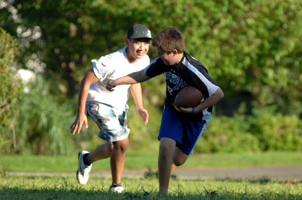 美國小孩最熱衷的戶外運動-美式足球_图1-8