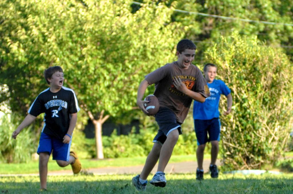 美國小孩最熱衷的戶外運動-美式足球_图1-12