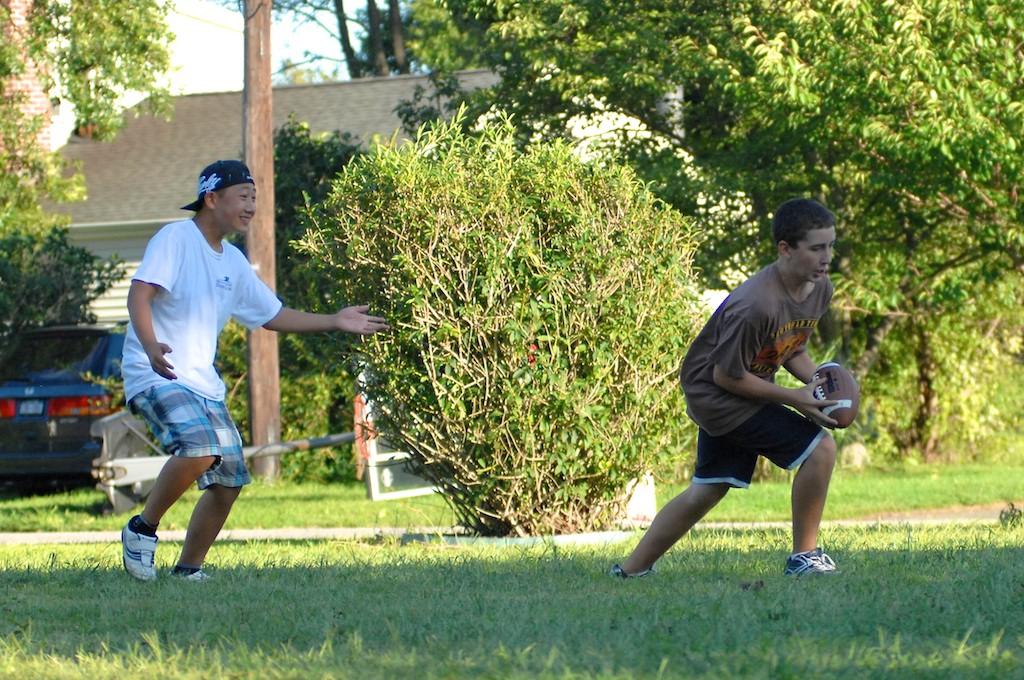 美國小孩最熱衷的戶外運動-美式足球_图1-13