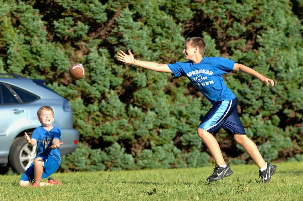 美國小孩最熱衷的戶外運動-美式足球_图1-7