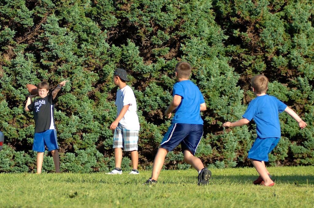 美國小孩最熱衷的戶外運動-美式足球_图1-6