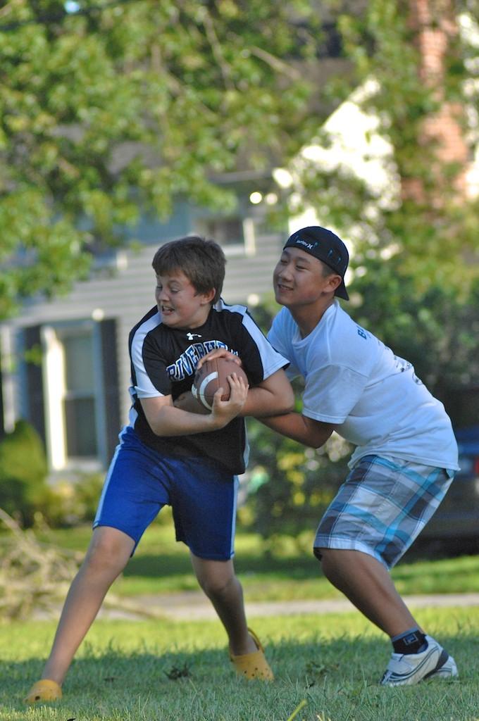 美國小孩最熱衷的戶外運動-美式足球_图1-5