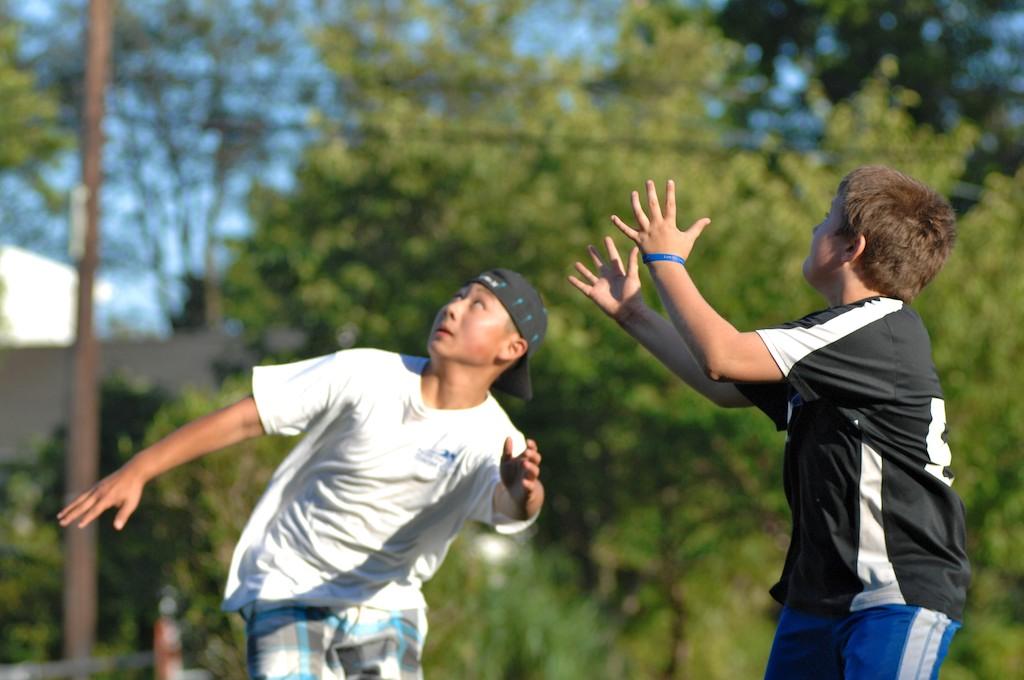 美國小孩最熱衷的戶外運動-美式足球_图1-3