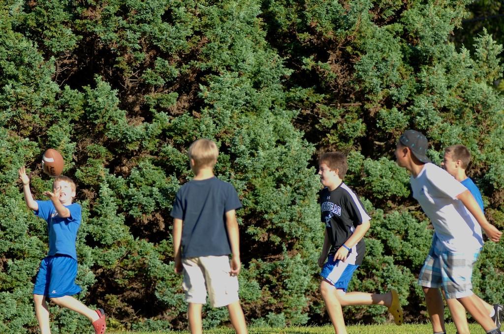 美國小孩最熱衷的戶外運動-美式足球_图1-4