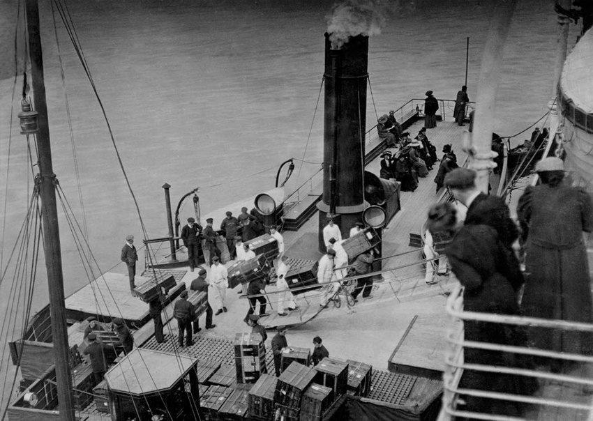 """绝版照:沉没前的""""泰坦尼克""""_图1-2"""