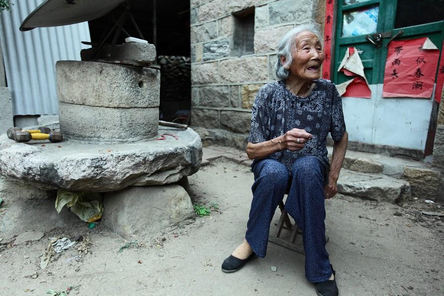 中国女性血泪史---大山深处最后的小脚母亲们_图1-13