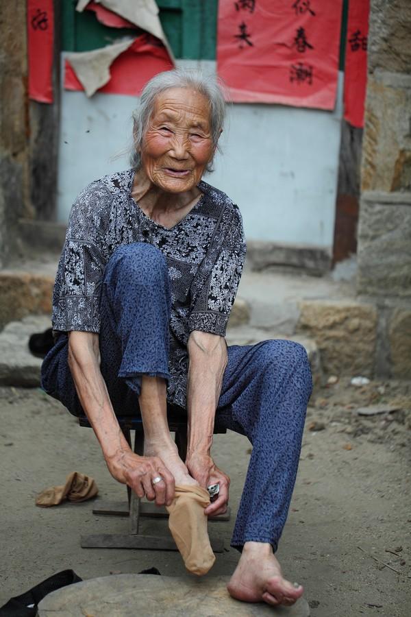 中国女性血泪史---大山深处最后的小脚母亲们_图1-14