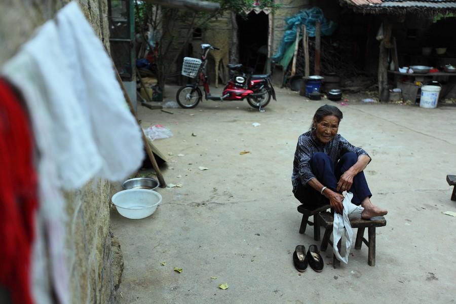 中国女性血泪史---大山深处最后的小脚母亲们_图1-17