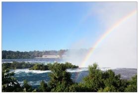 大瀑布上空的彩虹