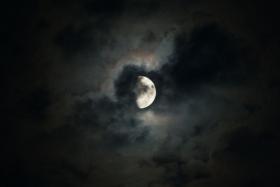 [中间偏左]今夜的月亮
