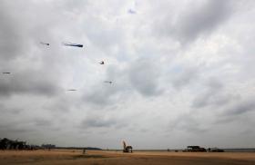 游拍中国——海边放风筝