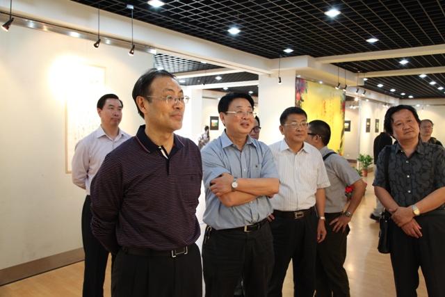 张广才教授三幅作品参加江苏教育学院建院60周年美术作品展_图1-1