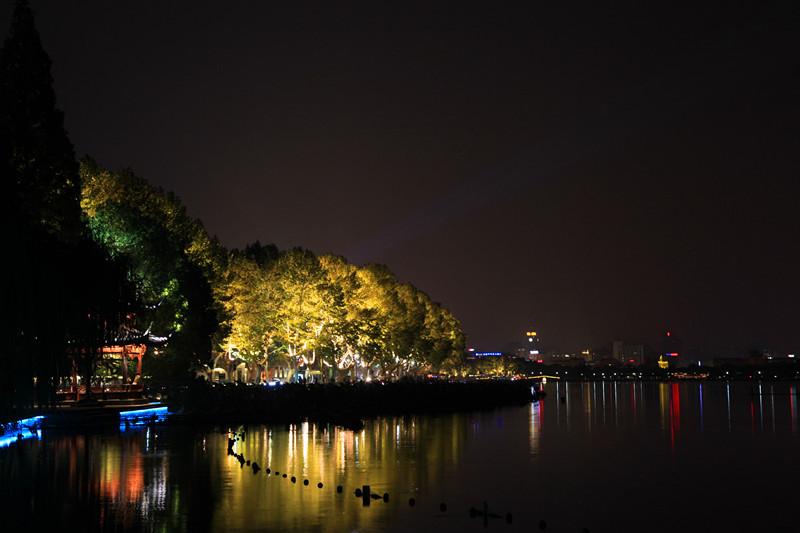 西湖秋夜_图1-4