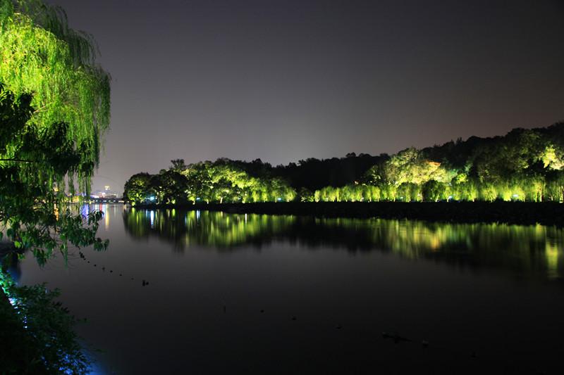西湖秋夜_图1-3