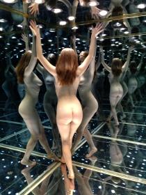 魔幻灯箱,美女以一抵百。 初尝人体艺术摄