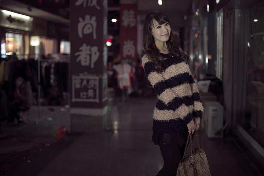 一个人的夜---临沂女孩张夏街拍_图1-2
