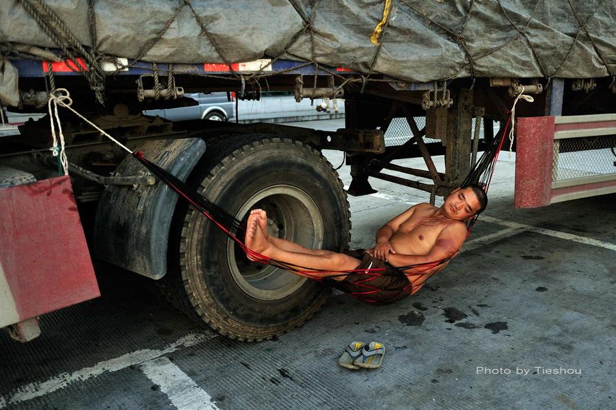 熟睡中的卡车司机(原创)_图1-2