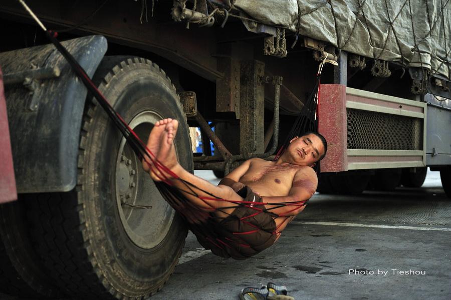 熟睡中的卡车司机(原创)_图1-4