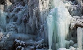 冰是熟睡的水----沂南竹泉村冰