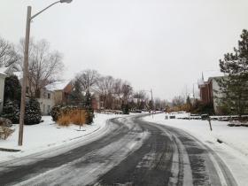 踏残雪寻景