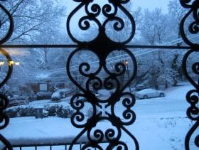 房前屋后三月雪