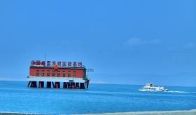 湛蓝色的青海湖
