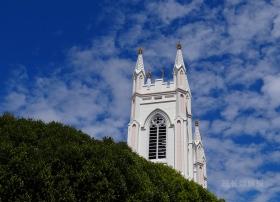 旧金山教堂与幽灵鸽子