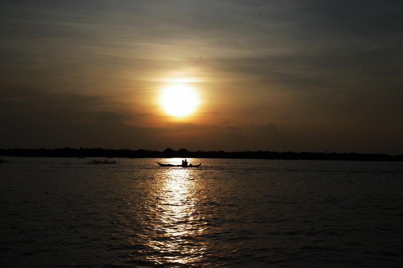 洞里萨湖观日落_图1-2