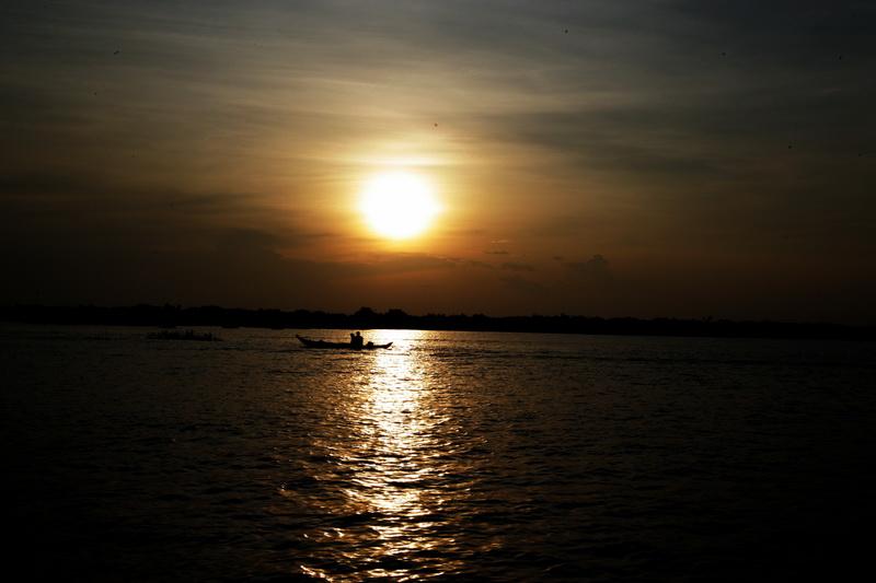 洞里萨湖观日落_图1-3