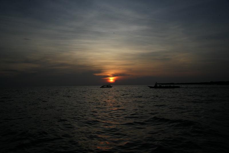 洞里萨湖观日落_图1-5