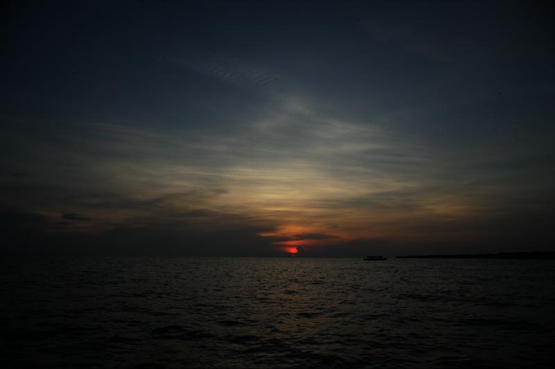 洞里萨湖观日落_图1-10