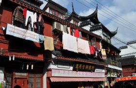 """上海街头""""万国旗"""",晒衣服不得不说也成了"""