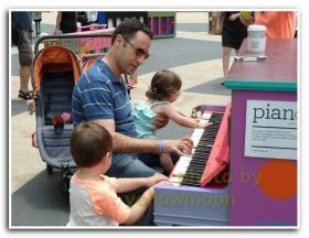 月影. 钢琴节上的老爸们