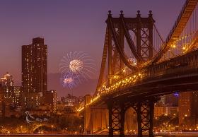 在纽约东河岸看西河烟花