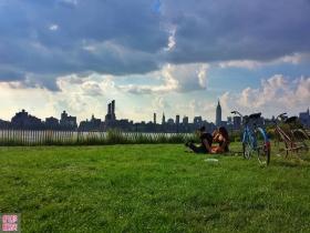 纽约水畔, 东河之西