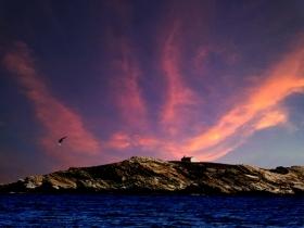 雅典的孤岛