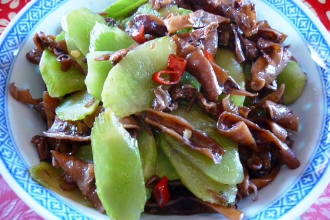 《江南小菜》——肉吃多了,换换口味。莴笋炒(小)鱿鱼干 ..._图1-1