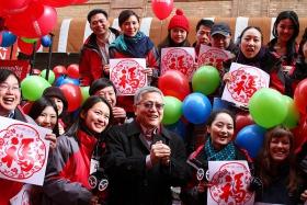 红气球飞扬的日子~美中文台和各国移民共庆