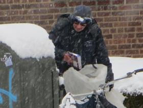 风雪中邮递员