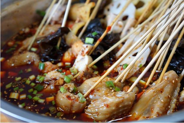 一道美味的街头小吃钵钵鸡_图1-1