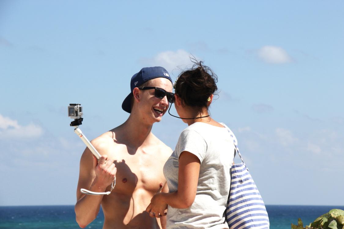 加勒比海滩人物掠影_图1-1