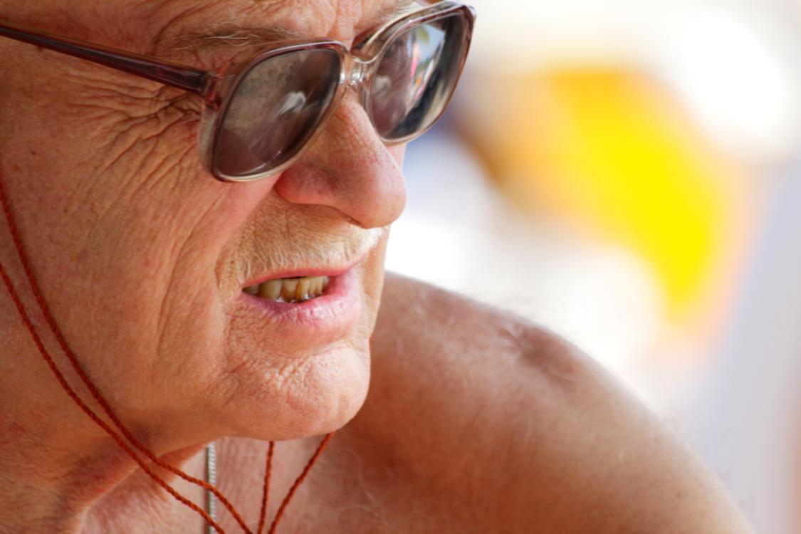 加勒比海滩人物掠影_图1-4