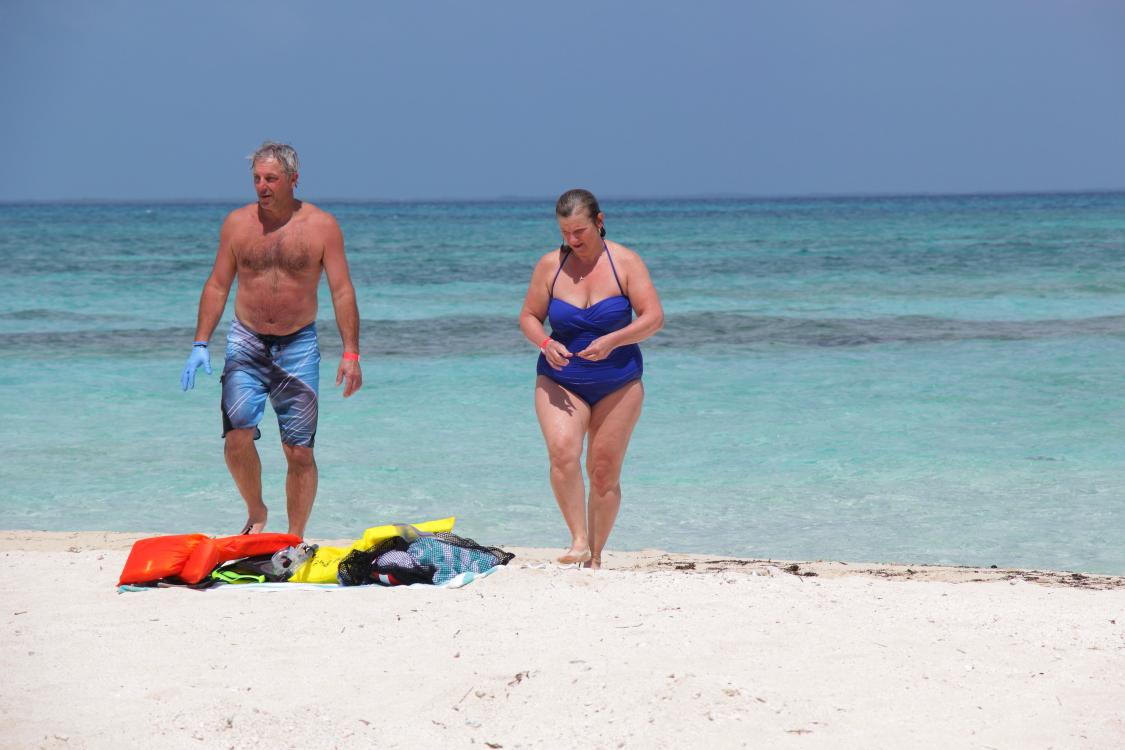 加勒比海滩人物掠影_图1-10