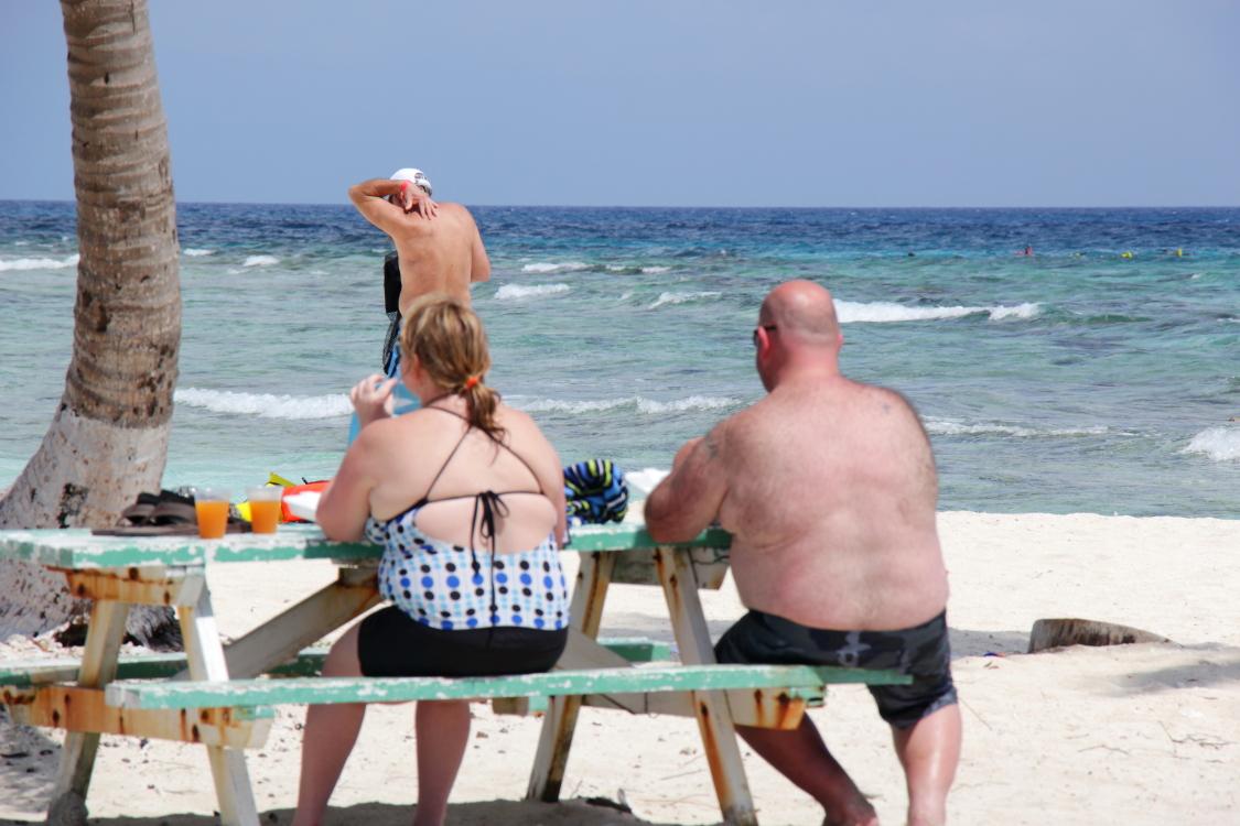 加勒比海滩人物掠影_图1-12