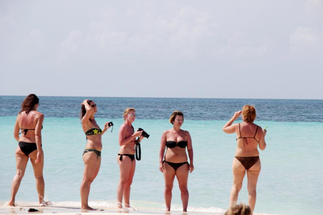 加勒比海滩人物掠影_图1-14