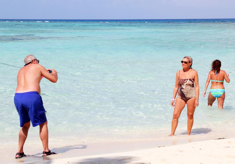 加勒比海滩人物掠影_图1-19