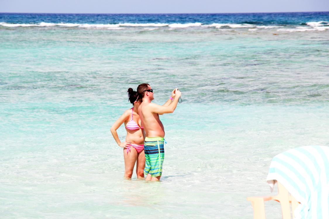 加勒比海滩人物掠影_图1-20