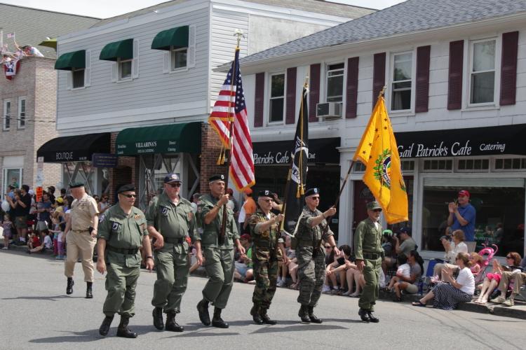 Chappaqua的老兵节游行活动